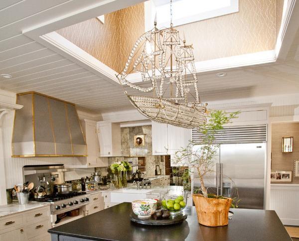 Красивая люстра корабль для кухни